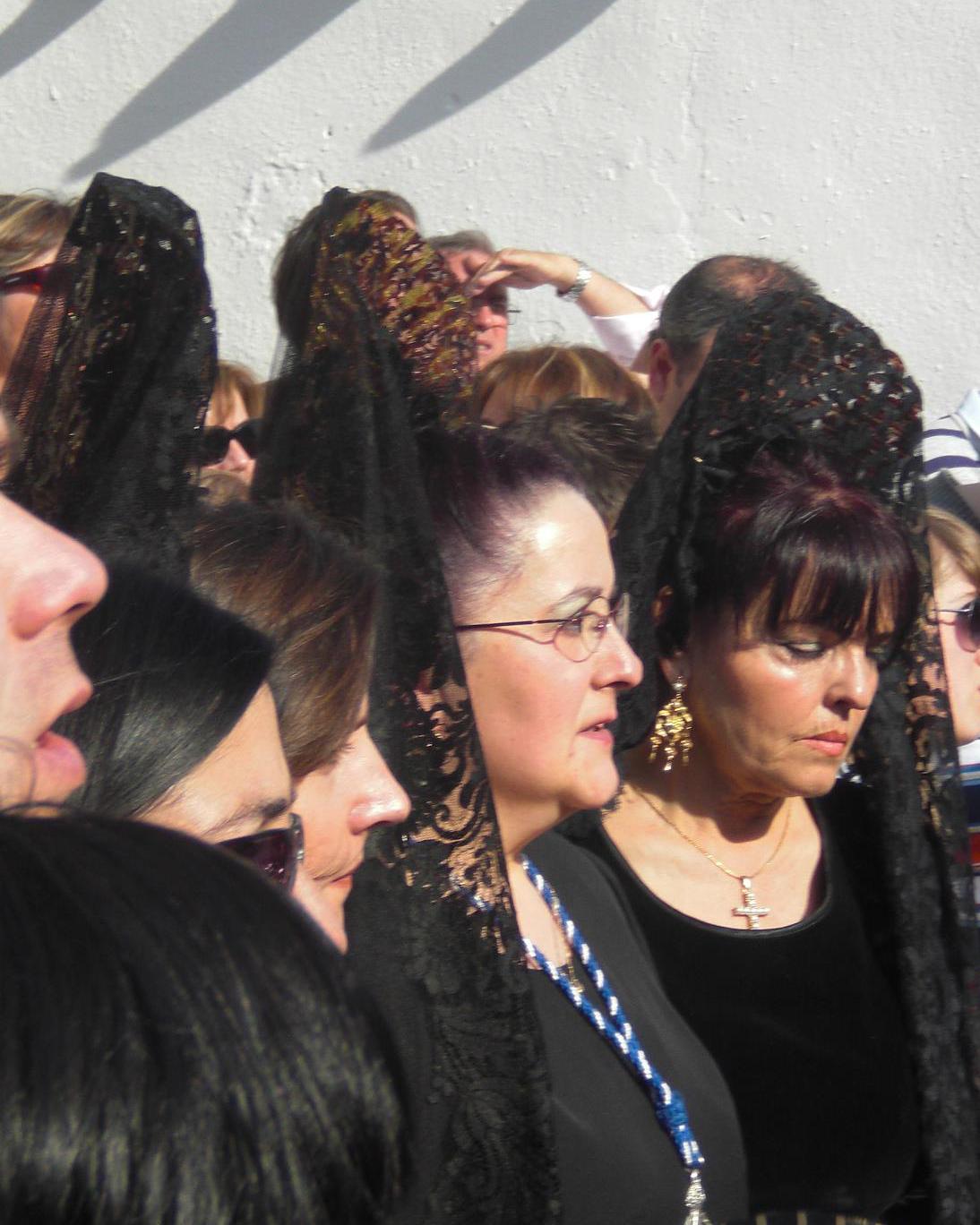 María Isabel Fuentes de mantilla, en el centro de la imagen